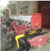 機械帶自流施肥機